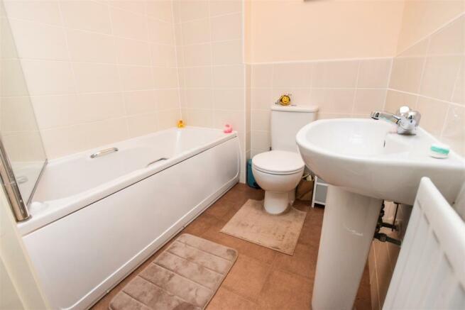 Bathroom15082537151508287604.jpg