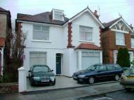 Flat to rent in Richmond Avenue...