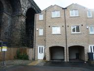 3 bed End of Terrace house to rent in Dale View, Milnsbridge...