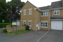 Town House to rent in Belgrave Court, Rastrick...
