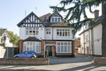 2 bed Flat in West Byfleet, Surrey...