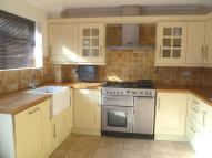 Link Detached House to rent in Laindon
