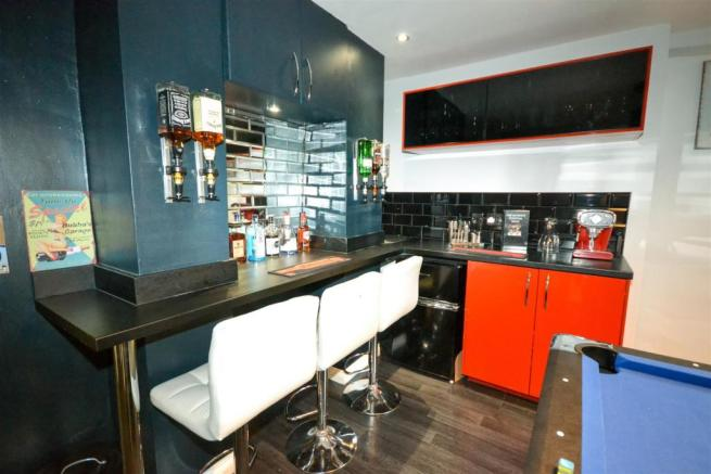 Entertainment Room/Bar