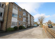 2 bed Flat to rent in Mill Road, Eastbourne...