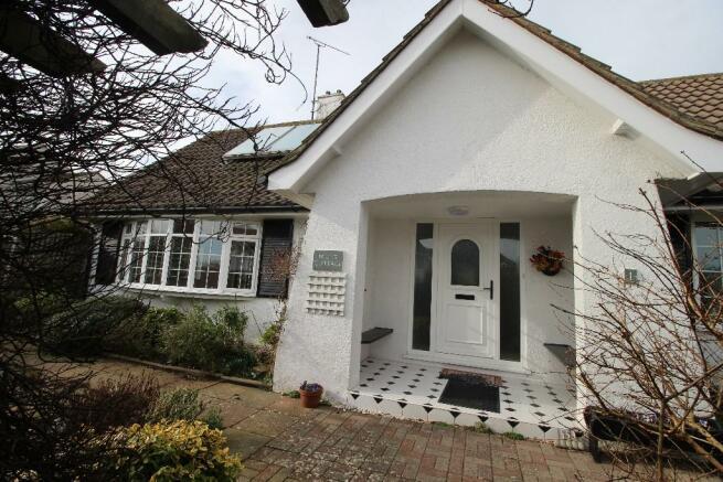 2 Bedroom Detached Bungalow To Rent In Shortlands Close Eastbourne East Sus
