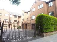 Flat to rent in St.Helens Gdns