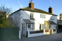 Lymington End of Terrace property to rent