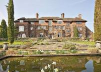 2 bedroom Flat in Wintershall House...