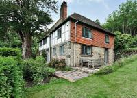 4 bed Detached property in Hollycombe, Liphook...