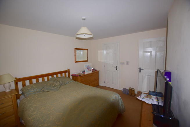 Master bedroom (2...