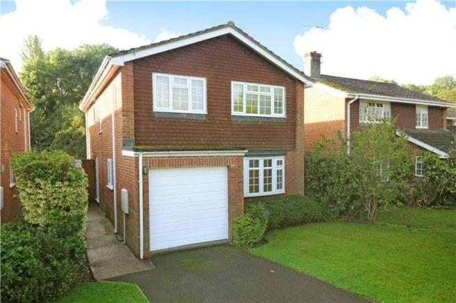 4 Bedroom Detached House To Rent In Well Close Leigh