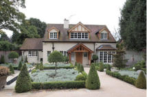 3 bedroom Detached property in Vale Road, Bowdon