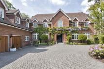 6 bedroom house in Sunning Avenue...