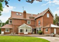 6 bedroom Detached home to rent in Ridgemead Road...