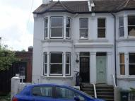 Flat to rent in Hythe Road, Brighton...