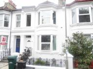 Hythe Rd Flat to rent
