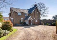 Village Road Detached property to rent