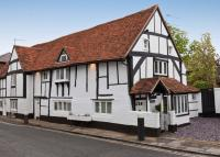 3 bedroom semi detached house to rent in High Street, Bray...