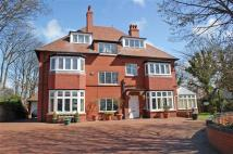 6 bed Detached property in Warren Road...