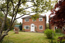 4 bed Detached property in Beeches Close...