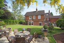 6 bedroom Detached house in High Street, Heathfield...
