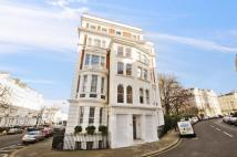Flat in Stanley Crescent, W11