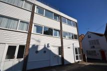 2 bedroom Terraced property to rent in Crown Court, Cowes