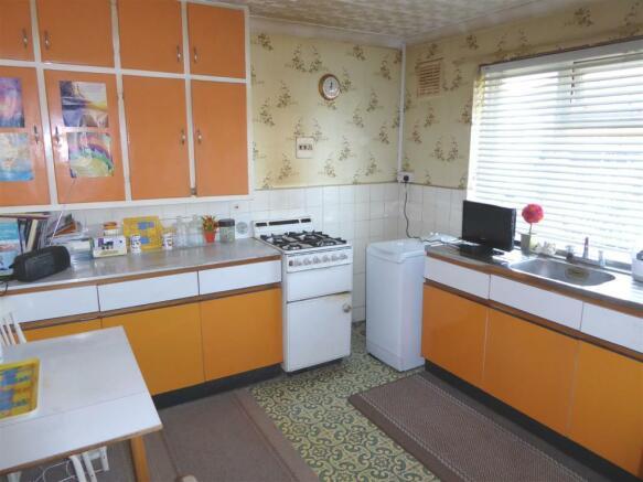 35 Cambria Close kitchen1.JPG