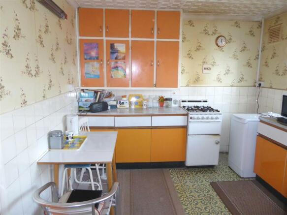35 Cambria Close kitchen2.JPG