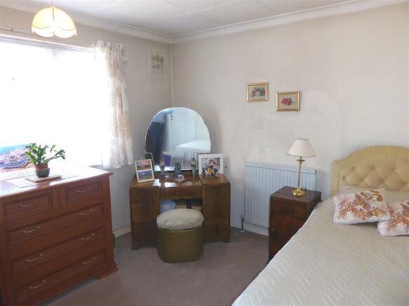 35 Cambria Close bed1.JPG