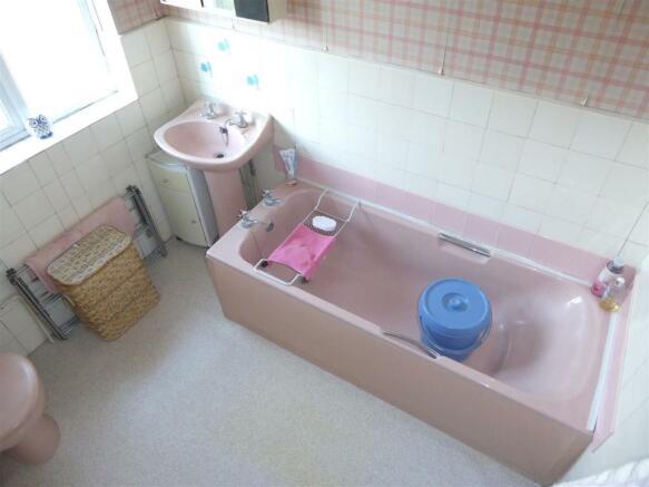 35 Cambria Close bathroom.JPG