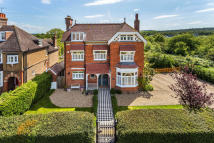 5 bedroom Detached house for sale in Lingfield Village, Surrey