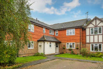 2 bed Flat for sale in Lincolns Mead, Lingfield
