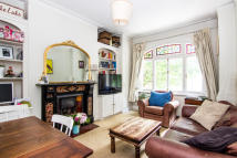 3 bed Flat in Wandsworth Bridge Road...
