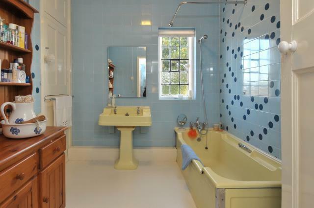 bathroom_sml.jpg