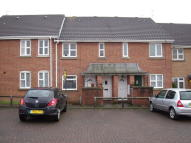 Flat to rent in York Road, Billericay...