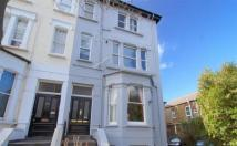 Apartment to rent in The Avenue, West Ealing...