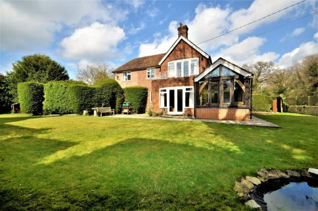 4 Bedroom Detached House For Sale In Passfield Liphook GU30