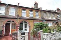 2 bedroom Flat in Malyons Road, London
