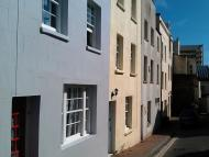 Town House to rent in Little Western Street...