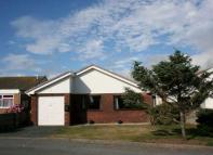 3 bed Detached Bungalow in 109 Plas Edwards, Tywyn...