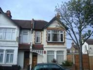Flat to rent in Park Road, South Norwood...