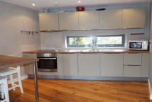 2 bedroom Apartment to rent in Snaresbrook E11