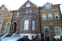 Apartment to rent in Buckhurst Hill IG9