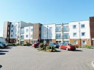 Flat to rent in Kingston Square...