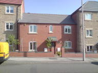 Town House to rent in Eakring Road, Mansfield