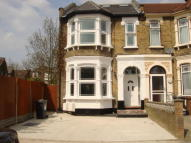 Flat to rent in Clarendon Road, London...