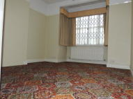 6 bed Terraced house to rent in Kildowan Road, Ilford...