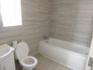 Ground Flat to rent in Hainault Road, London...