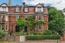 4 bed semi detached property in Hampstead Square...
